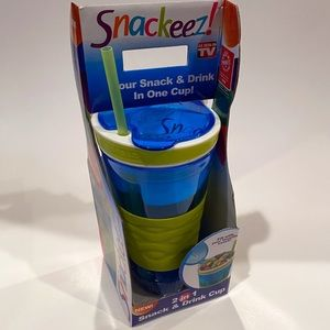 NEW Snackeez Blue & Green Snack & Drink Cup
